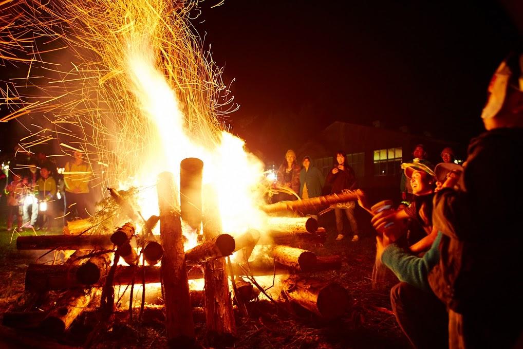 焚き火ラウンジ